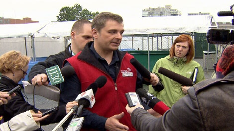 Veterinarian Martin Haulena speaks to reporters about the death of a porpoise at the Vancouver Aquarium. May 16, 2011. (CTV)