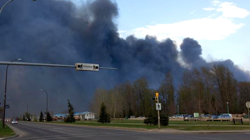 A wildfire rages in Slave Lake, Alta., Monday, May 16, 2011. (Michael Leonard / MyNews)