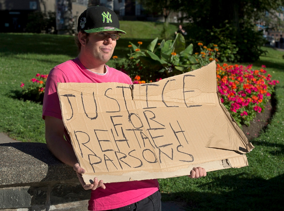 Protester Donald Smith, from Calgary, stands outside provincial court in Halifax on Thursday, Aug. 15, 2013. (Andrew Vaughan / THE CANADIAN PRESS)