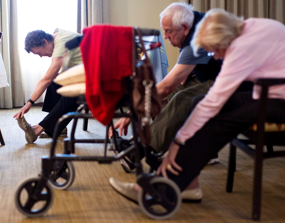 Arden King, left, takes an exercise class at the Dunfield Retirement home in Toronto on Friday, Sept. 14, 2012. (Chris Young / THE CANADIAN PRESS)
