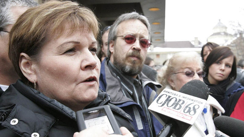 Carol de Delley (left), mother of Tim McLean, and family members including his father Tim (centre) talk to media outside the Law Courts in Winnipeg on Thursday, March 5, 2009 after the verdict from the trial of Vince Li, the man who stabbed and beheaded McLean on a Greyhound Bus this past summer in Manitoba. Li was found to be not criminally responsible for killing Mclean. (THE CANADIAN PRESS/John Woods)