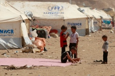 Syrian refugees flee to Iraq