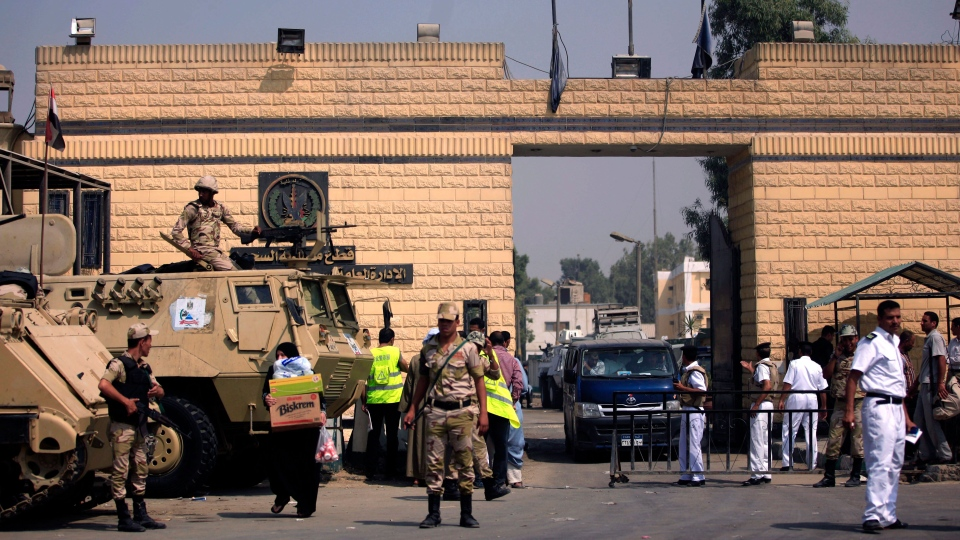 Egyptian army soldiers guard Tora prison, where two Canadians are being held, in Cairo, Thursday, Aug. 22, 2013. (AP / Khalil Hamra)