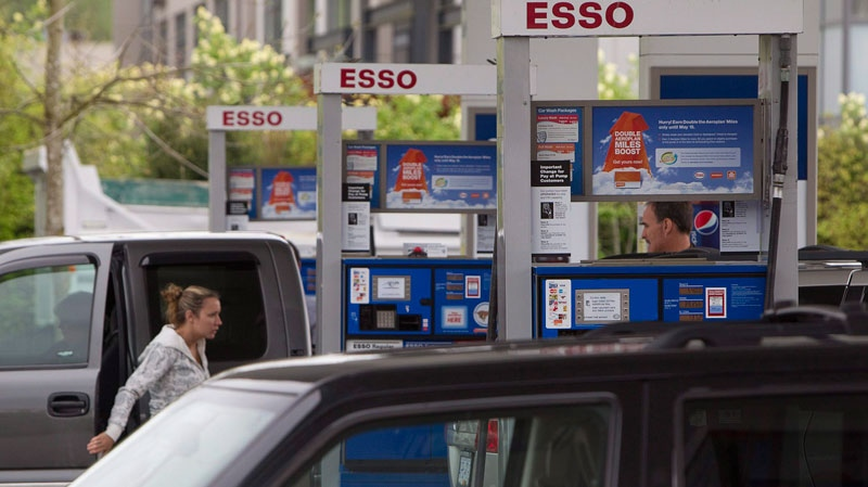 Motorists get gas at a station in North Vancouver, B.C. Tuesday, May 10, 2011. (Jonathan Hayward / THE CANADIAN PRESS)