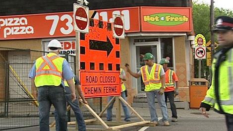 Workers close Bank Street at Holmwood Avenue Tuesday, May 24, 2011.