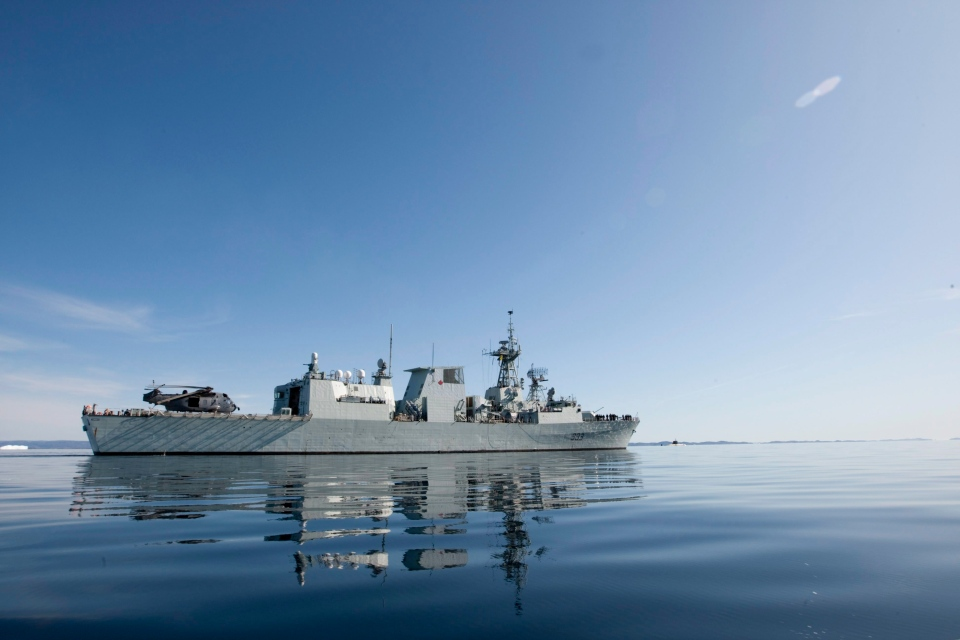 HMCS Toronto is seen at sea in Frobisher Bay Wednesday, Aug. 19, 2009. (Adrian Wyld / THE CANADIAN PRESS)