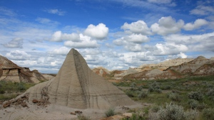 Dinosaur Provincial Park is features abundant fossils, unusual wildlife and stunning landscapes of this UNESCO World Heritage Site near Brooks, Alta. (Alberta Tourism)