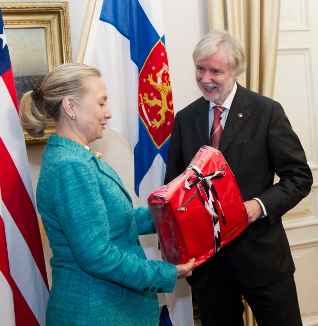Hillary Rodham Clinton receives a gift