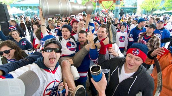 Winnipeg hockey supporters rally at The Forks in Winnipeg, Tuesday May 31, 2011.(David Lipnowski / THE CANADIAN PRESS)