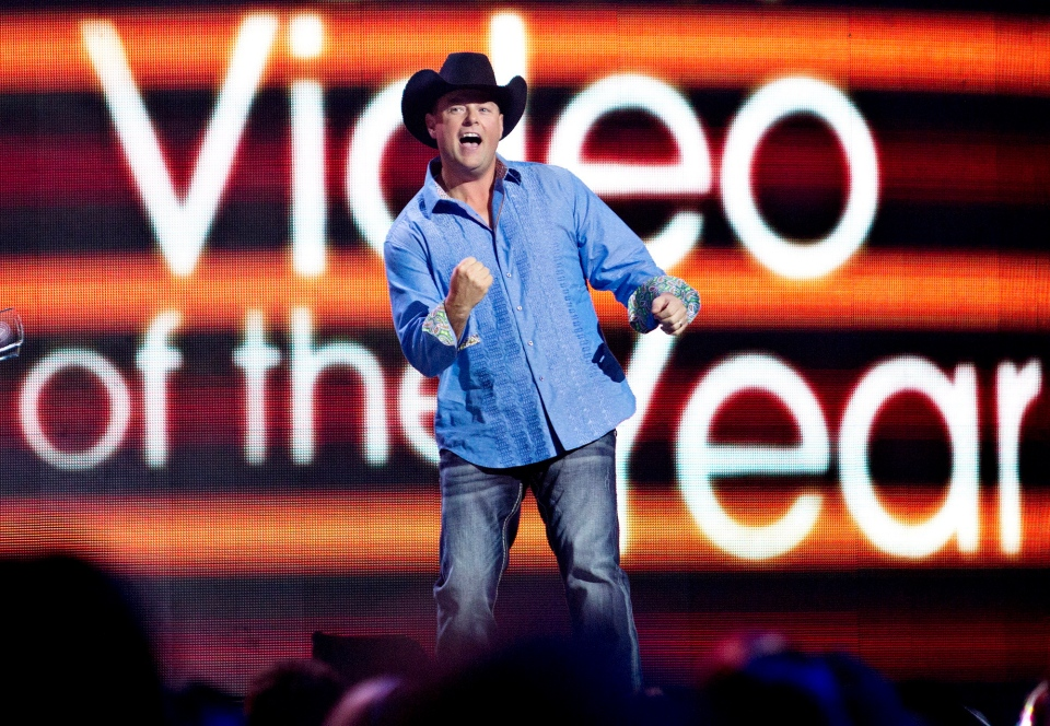 Gord Bamford wins the CMT Video of the Year award during the Canadian Country Music Awards in Edmonton, on Sunday September 8, 2013. (Jason Franson / THE CANADIAN PRESS)