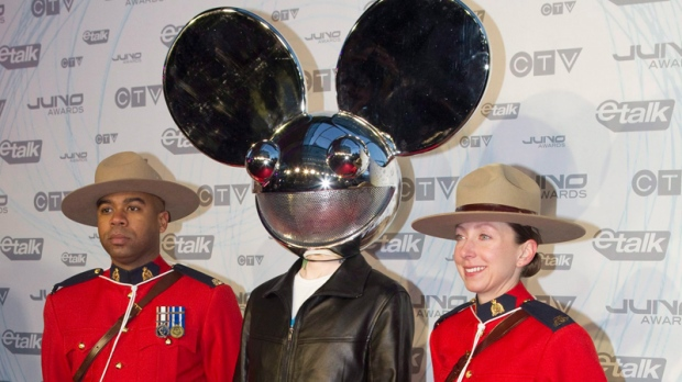 Deadmau5 poses with two Mounties as he arrives at the Juno Awards in Toronto on Sunda,y March 27, 2011. (Chris Young / THE CANADIAN PRESS)