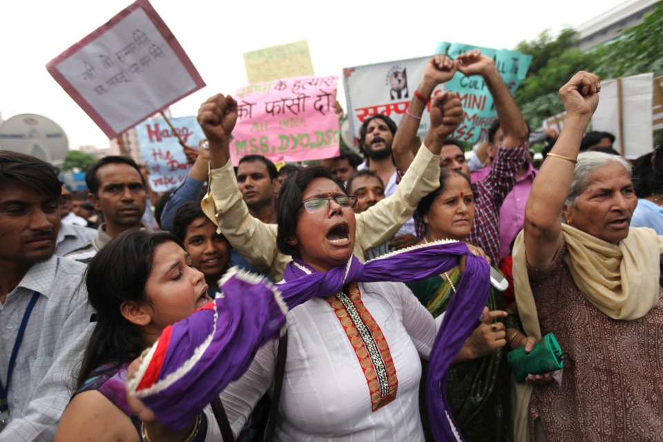 An Indian protester ties a knot around her neck as others shout slogans seeking death sentence for the juvenile convict who was earlier given a three year term in a reform home in New Delhi, India, Friday, Sept. 13, 2013. (AP / Altaf Qadri)