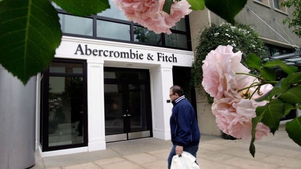 Abercrombie settles lawsuits over head scarves