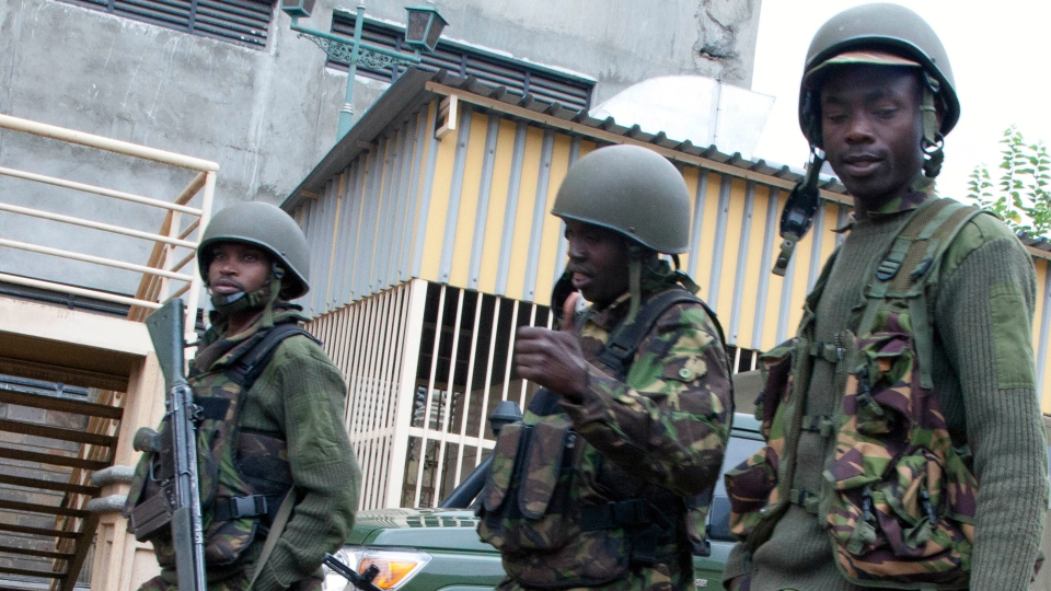 Kenya Defence Force soldiers move towards the Westgate Mall in Nairobi, Kenya Tuesday, Sept. 24, 2013. (AP / Sayyid Azim)