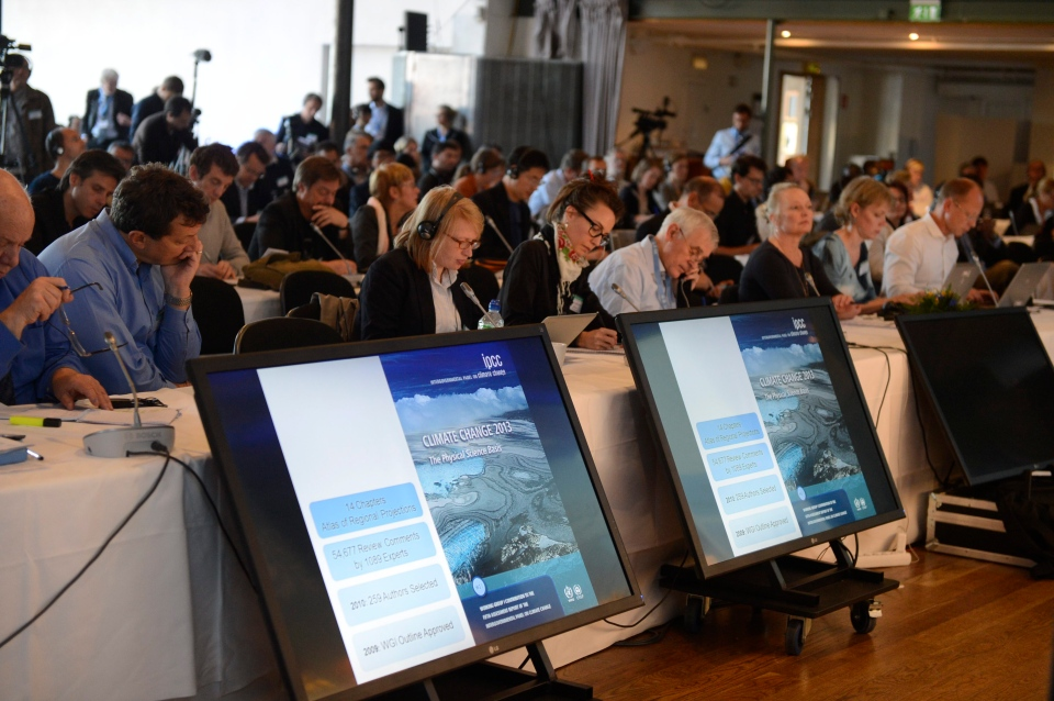 Media representatives follow the UN IPCC climate report presentation, in Stockholm, Friday, Sept. 27, 2013. (TT News Agency / Bertil Enevag Ericson)