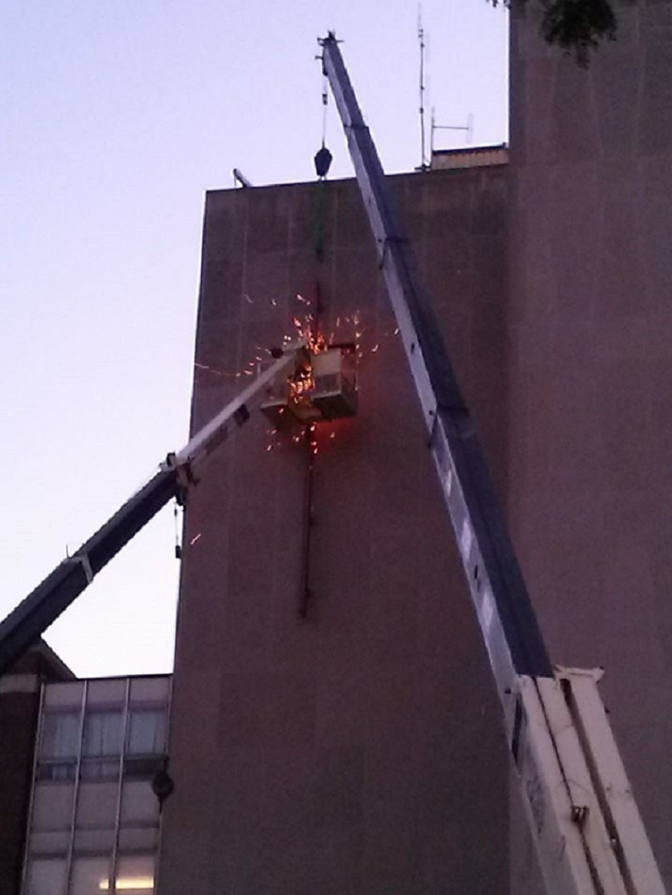 Hotel-Dieu cross removal
