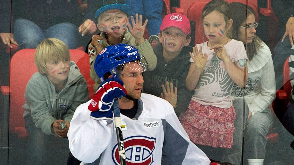 Some young fans get a closeup look at Montreal Canadiens center David Desharnais (51) during the team's practice in Lac-Megantic, Que. on Thursday, October 3, 2013. (Ryan Remiorz / THE CANADIAN PRESS)