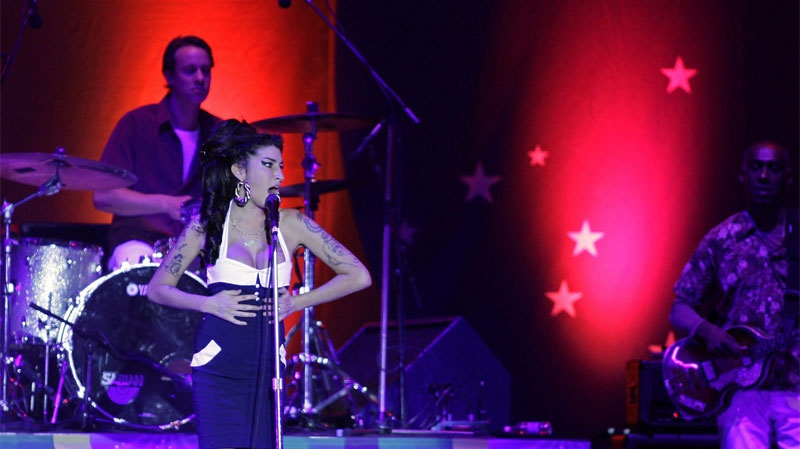 Winehouse booed in Serbia, cancels dates   CTV News