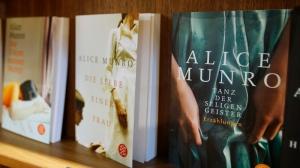 Alice Munro praised on Nobel Prize win