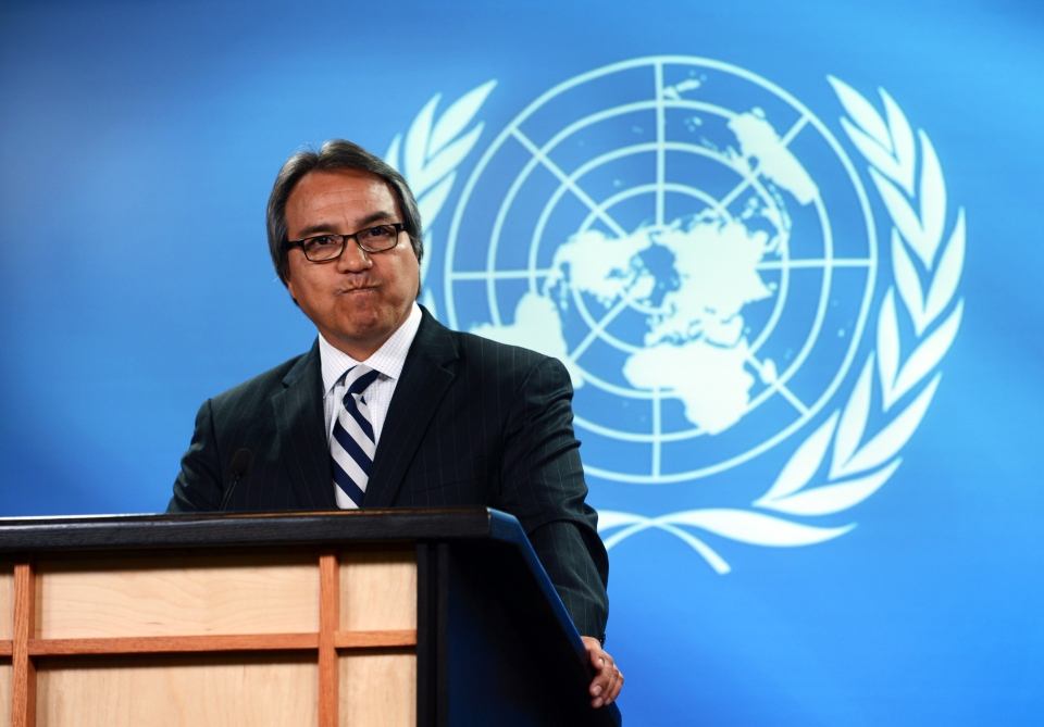 United Nations Special Rapporteur on the rights of indigenous peoples, James Anaya, holds a press conference at the National Press Theatre in Ottawa on Tuesday, Oct. 15, 2013. (Sean Kilpatrick / THE CANADIAN PRESS)