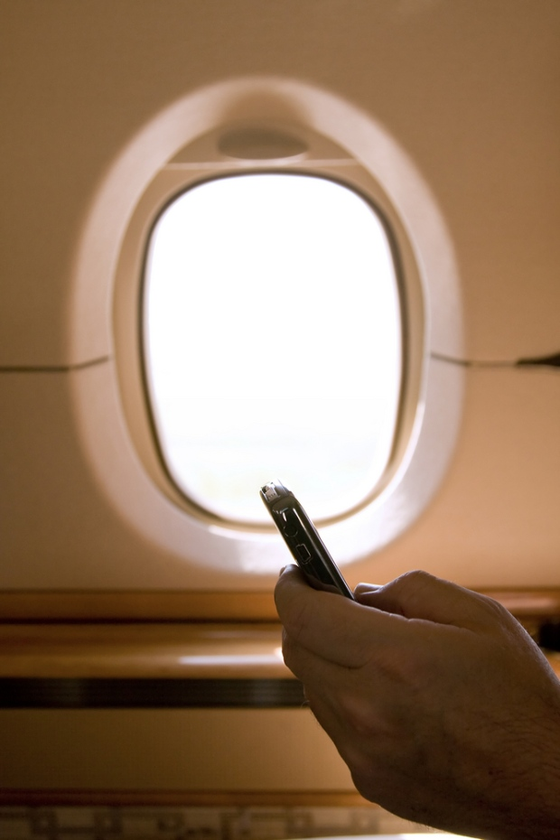 61% of air passengers would use mobile devices