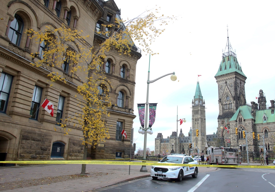 Police cordon off an area around Langevin block across from the Parliament buildings Wednesday, Oct. 16 2013. (Fred Chartrand / THE CANADIAN PRESS)