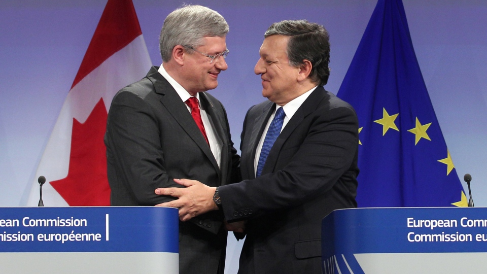 Prime Minister Stephen Harper shakes hands with European Commission President Jose Manuel Barroso during a media conference at the European Commission headquarters in Brussels, Friday, Oct. 18, 2013. Canada and the European Union agreed to a landmark free trade agreement in principle to boost growth and employment in both economies. (AP / Yves Logghe)