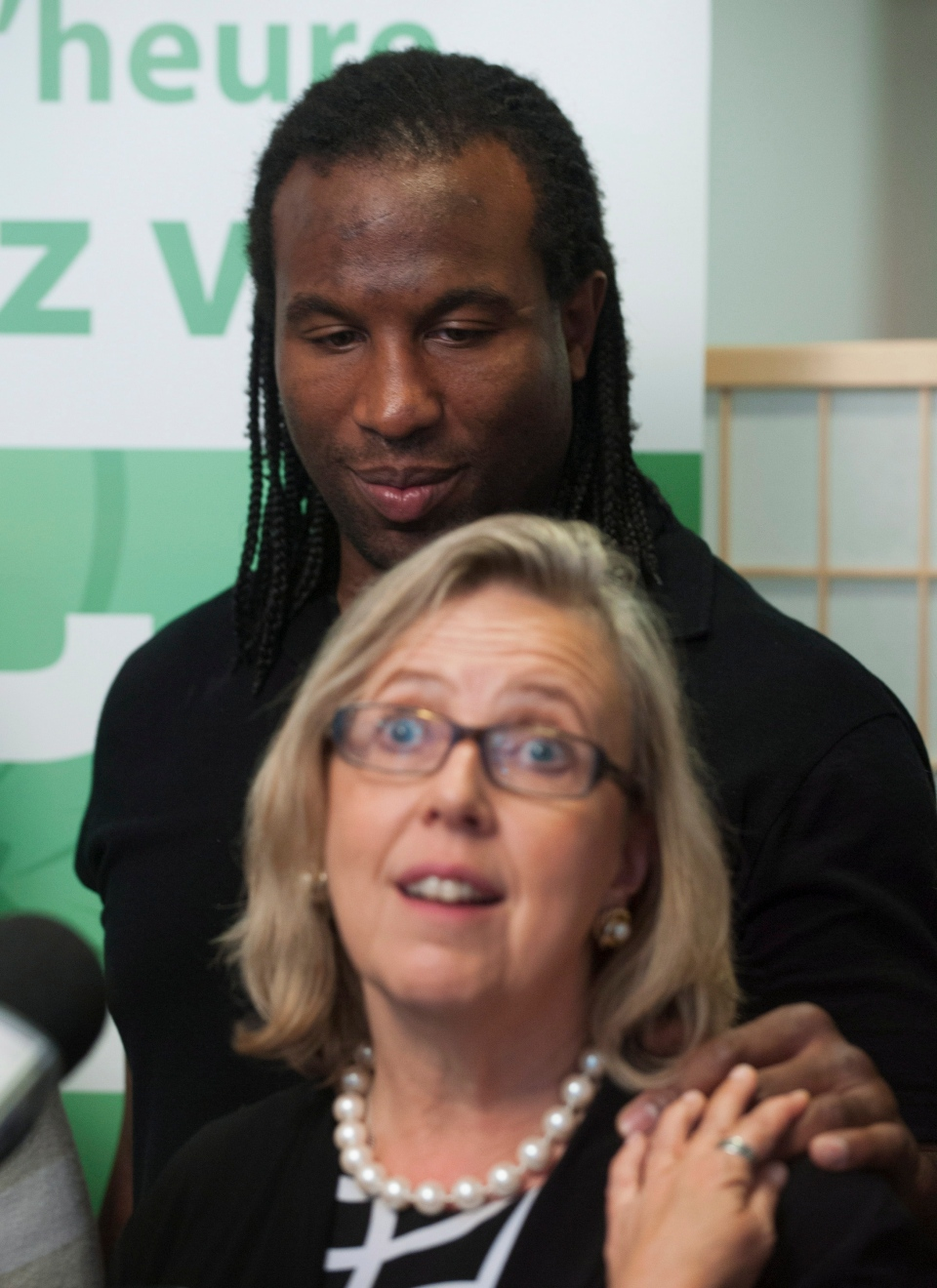Former NHL tough guy Georges Laraque and Green Party of Canada leader Elizabeth May attend a news conference in Montreal, Friday, Oct. 18, 2013. (Graham Hughes / THE CANADIAN PRESS)