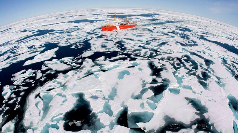 The Canadian Coast Guard icebreaker Louis S. St-Laurent makes its way through the ice in Baffin Bay, July 10, 2008. (Jonathan Hayward / THE CANADIAN PRESS)