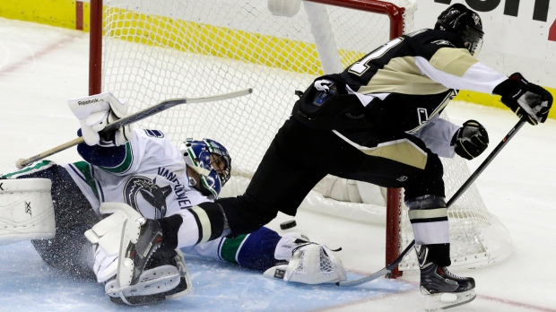 malkin luongo canucks penguins
