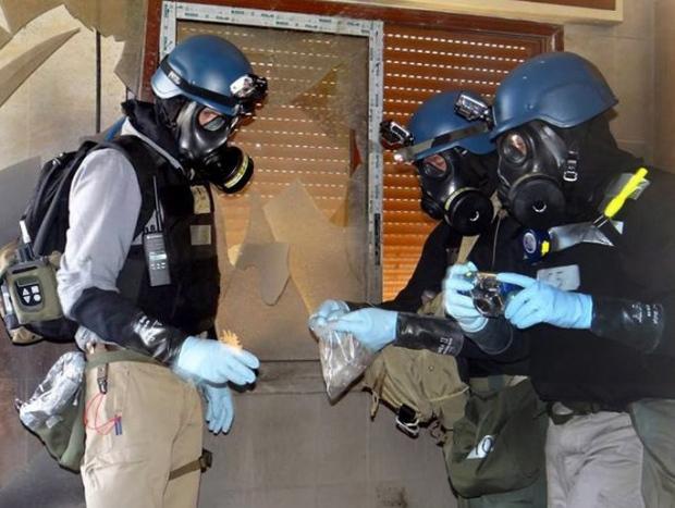 Un team taking ground samples in Syria