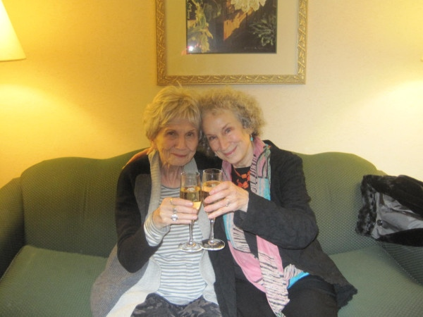 Canadian authors Alice Munro (left) and Margaret Atwood (right) share a drink to celebrate Munro's winning of the Nobel Prize in Literature. (Twitter/Margaret Atwood)