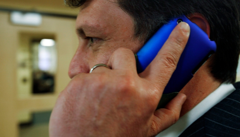 New Study Says Cellphone Related Face Injuries Are On The Rise
