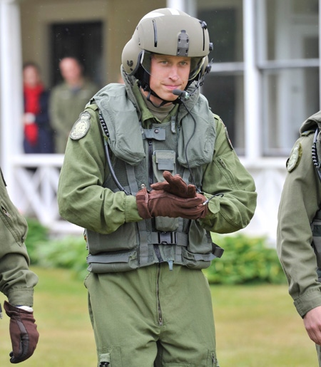 The Duke of Cambridge heads toward a Sea King helicopter in Dalvay by-the-Sea, P.E.I. Monday, July 4, 2011. (Paul Chaisson / THE CANADIAN PRESS)
