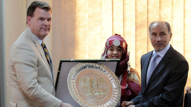 Foreign Affairs Minister John Baird, left, receives a gift from the National Transitional Council chairman Mustafa Abdul-Jalil upon his arrival in Benghazi, Libya, Monday, June 27, 2011. (AP / Hassan Ammar)