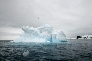 An iceberg melts off Collins Glaciers in front of King Georges Island, Antarctica, Friday, Nov. 9, 2007.  (AP / Roberto Candia)