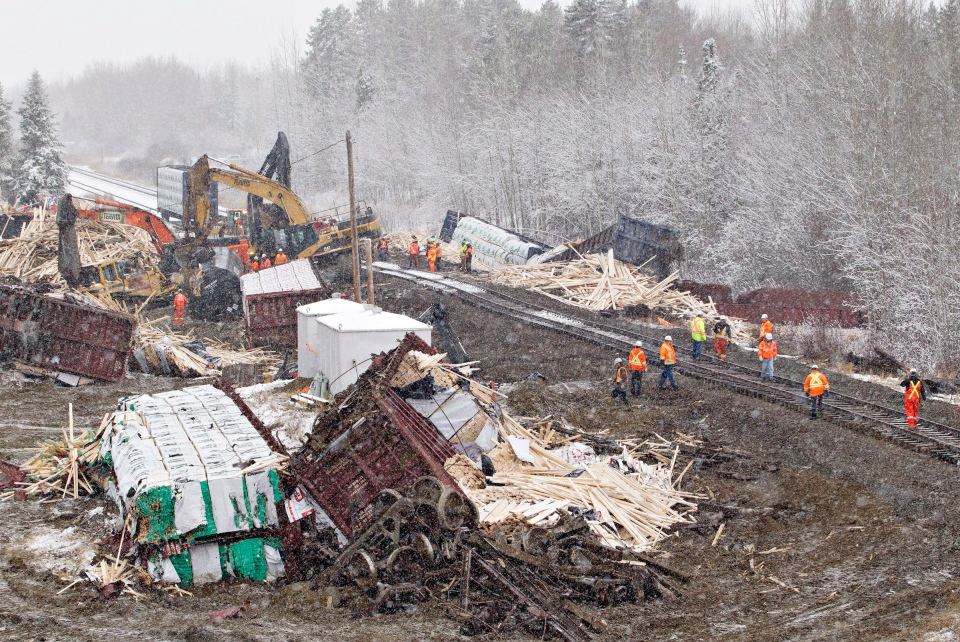 Investigators and workers go over the scene where a CN train derailed west of Edmonton near Peers, Alberta, on Sunday, Nov. 3, 2013. (Jason Franson / THE CANADIAN PRESS)