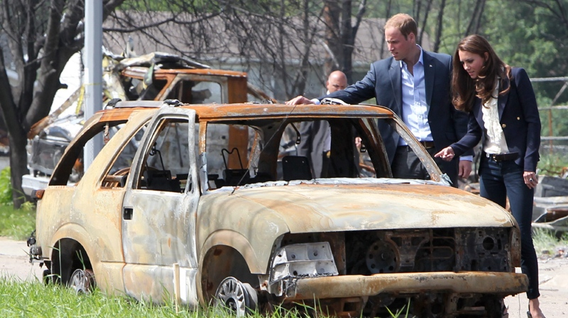 The Duke and Duchess of Cambridge look at a burned-out car in Slave Lake, Alta., on Wednesday, July 6, 2011. (Jonathan Hayward / THE CANADIAN PRESS)