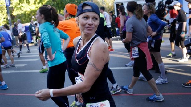 Pamela Anderson finishes NYC Marathon