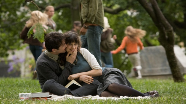 In this film publicity image released by Fox Searchlight films, Joseph Gordon-Levitt, left, and Zooey Deschanel are shown in a scene from, '500 Days of Summer.' (AP / Fox Searchlight, Chuck Zlotnick)