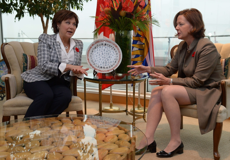 B.C. Premier Christy Clark, left, and Alberta Premier Alison Redford meet in Vancouver, Tuesday, Nov. 5, 2013. (Jonathan Hayward / THE CANADIAN PRESS)
