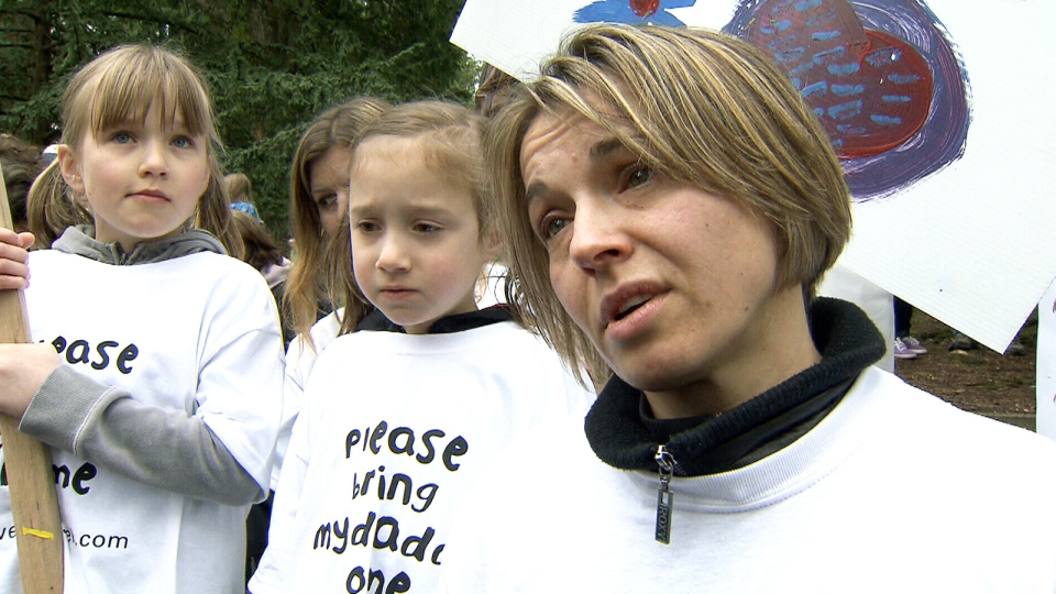 Jirina Kuliskova, Pavel Kulisek's wife, right, with her daughters at a rally for her husband in Vancouver, Saturday, April 16, 2011.