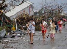Philippine typhoon leaves thousands dead