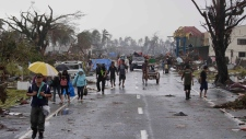 Typhoon Haiyan lashes central Philippines