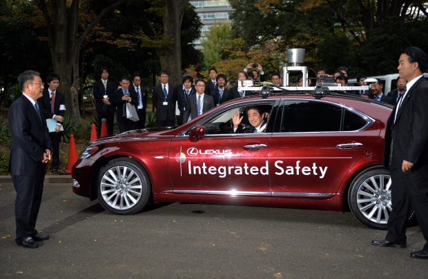 Japanese PM Shinzo Abe trues sekf-driving care