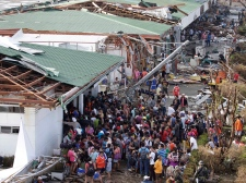 Philippines typoon Haiyan residents line up