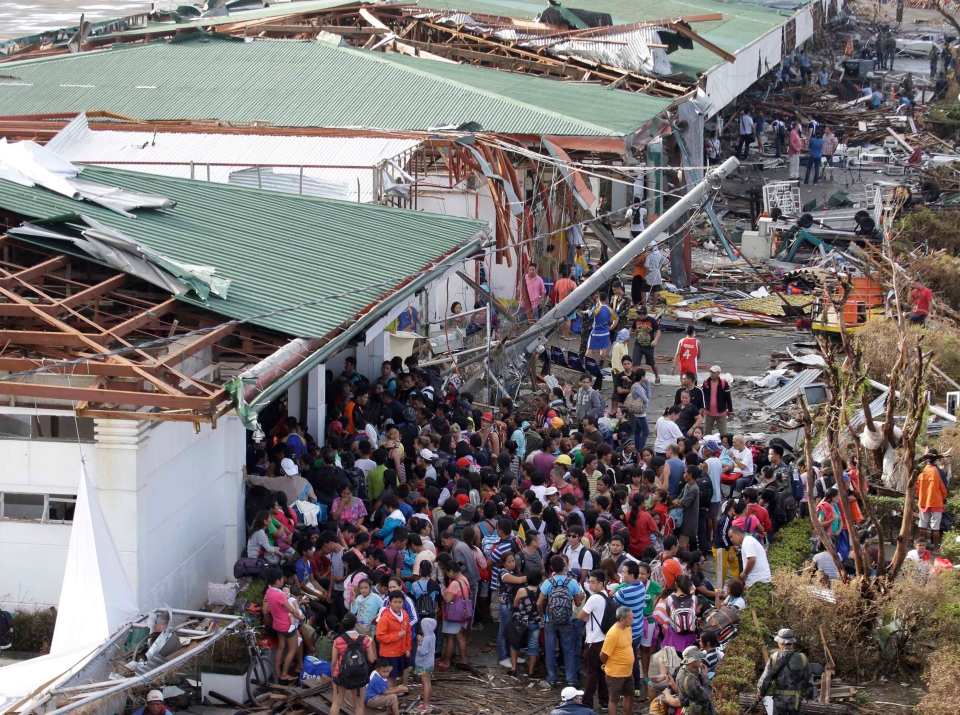 Residents queue up to receive treatment and relief supplies at Tacloban airport Monday, Nov.b11, 2013. (AP / Bullit Marquez)
