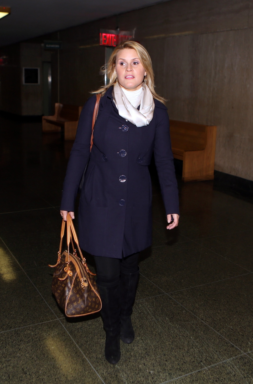 Genevieve Sabourin, who is charged with stalking actor Alec Baldwin, enters Manhattan Criminal Court for her trial Tuesday, Nov. 12, 2013, in New York. (AP Photo/Jefferson Siegel, Pool)