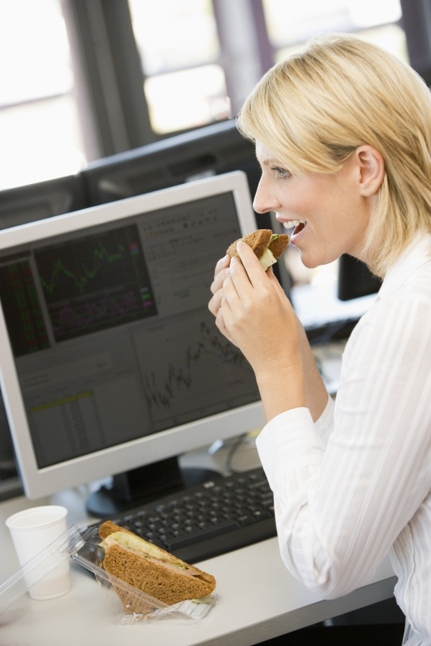 Lunch at your desk may pack on the pounds