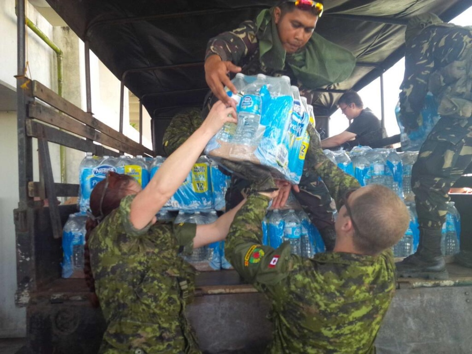 Canadian troops load supplies in Iloilo, Philippines, Friday, Nov. 15, 2013. (CTV News / Paul Workman)